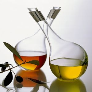 Vinegar-oil-carafes-set-of-219766_1